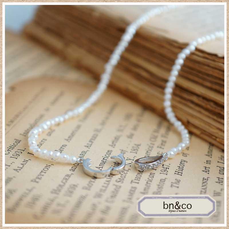 ベビーパールの華奢なネックレス